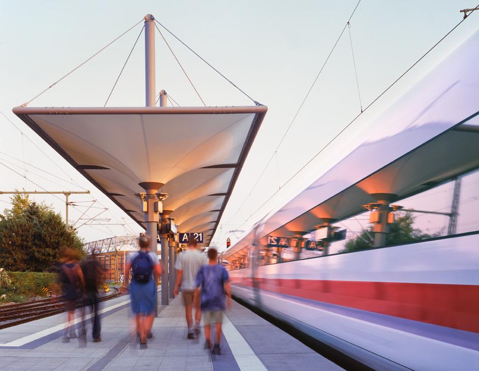 Portfolio: Expo 2000 Bahnhof Hannover-Wülfel